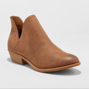 Women's Nora V-Cut Ankle Booties